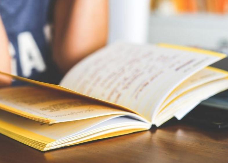 """我公司开展""""我在家里读好书""""专题学习活动"""